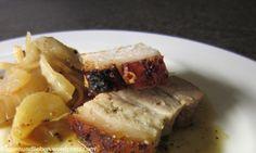 knusprig-scharfer Schweinebauch im Ofen geschmort mit Fenchel und Orangensauce