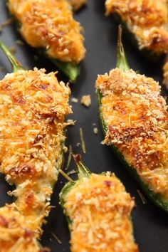Crispy Baked Jalapeño Poppers uicy jalapeño on bottom, with a loaded centre and a parmesan crunch on top, once you try this way of baking jalapeño poppers you'll never look back. These Crispy Baked Jalapeño Poppers are an absolute must! Finger Food Appetizers, Yummy Appetizers, Individual Appetizers, Appetizer Dinner, Mexican Appetizers, Seafood Appetizers, Party Appetizer Recipes, Mexican Tapas, Bacon Wrapped Appetizers
