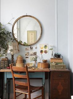 (from the blog Gypsie Sister) - lovely desk to sit and write or sketch at