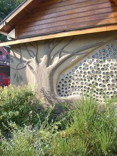 Recycled glass bottle wall for the back wall of the green house. sculpture diy reuse wall with bottles and tree sculpture Bottle House, Bottle Wall, Cob Building, Building A House, Green Building, Earthship Home, Recycled Glass Bottles, Garden Design, House Design