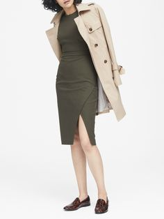 Petite Silver Pleated Fit-and-Flare Dress Business Casual Outfits, Modern Outfits, Business Fashion, Olive Green Dresses, Stretch Shorts, Weekend Wear, Work Wardrobe, American Apparel, Sheath Dress