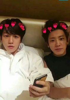 Byun Baekhyun and Park Chanyeol on We Heart It Park Chanyeol, Baekhyun, Exo Chanbaek, Exo Couple, Exo Lockscreen, Kpop Couples, I Love My Dad, Exo Do, Kim Kibum