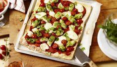 Jeder kennt sie und jeder liebt sie! Pizza schmeckt einfach immer. Auch die leckere Variante mit Pangasius-Filet-Stückchen, cremigem Mozzarella, würzigem Basilikum und saftigen Tomaten macht nicht nur optisch etwas her!