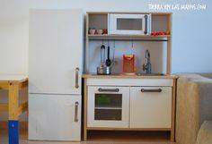 Nevera de juguete DIY, hecha a juego con cocinita Ikea. Muy fácil!
