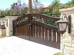 Dark wood driveway gate ideas  #drivewaygate #driveway #gate #decorhomeideas Driveway Gate, Fence Gate, Farm Gate, Front Fence, Fences, Home Fencing, Gate Pictures, Automatic Gate, Entrance Gates