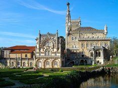 """[Portugal]  """"Palácio do Buçaco (Mealhada). O seu interior inclui várias obras de arte dos de vários momentos da monarquia, e azulejos com inscrições referentes aos Lusíadas de Camões.""""  http://www.tafixe.com/2016/01/04/imagens/31-lugares-em-portugal-simplesmente-magnificos.php"""
