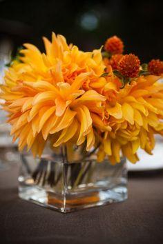 Pop of Orange Centerpiece | #eventprofs www.MonasEventDosAndDonts.com/blog | Corporate Event Planning & Blog