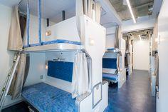 電車好きにはたまらない面白くておしゃれなホステルが、東京都中央区日本橋馬喰町にオープン。「トレインホステル北斗星」は運行廃止となった寝台特別急行列車「寝台列車 北斗星」をコンセプトに生まれた。JR東日本都市開発と東日本旅客鉄道の協働によってシートや備品をほとんど詰め込んだ。6