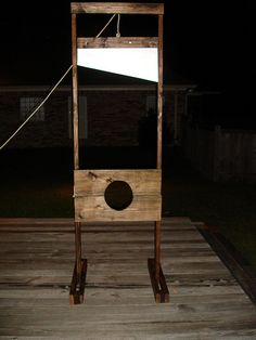 "Guillotine: Need a little extra something for your Halloween decorations? Want to get a ""Wow"" out of your guests without breaking the bank or requiring degrees in engineering, physics, or dog sledding. Well this eight foot tall guillotine may be the pro Haunted Trail Ideas, Haunted Woods, Haunted Hayride, Halloween Haunted Houses, Halloween House, Holidays Halloween, Scary Halloween, Happy Halloween, Halloween Decorations"