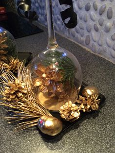 Easy Craft Projects, Easy Crafts, Christmas Bulbs, Inspirational, Table Decorations, Cool Stuff, Holiday Decor, Creative, Gifts