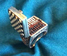 This Beautiful Ring Houses an Incredibly Tiny Chess Set Paper Spinners, Origami Toys, Beaded Banners, Miniature Crafts, Mini Things, Cool Inventions, Miniture Things, Gifts For Boys, Beautiful Rings