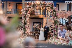 Casamento florido em Ilhabela – Juliana e Neto http://lapisdenoiva.com/casamento-juliana-e-neto/ Foto: Nathalia Freitas