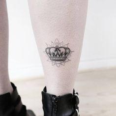 Fake Tattoos, Pretty Tattoos, Mini Tattoos, Body Art Tattoos, Small Tattoos, Crown Tattoos For Women, Beautiful Tattoos For Women, Small Crown Tattoo, Crown Tattoo Design