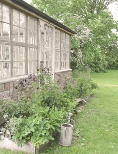 my dream ~ a gorgeous greenhouse on the property - Jeanne d'Arc Living-magazine van mei 2015