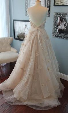 Perhaps A Detachable Train With Rosettes The Could Also Be Used On Top In Wedding Dressesrosettesdesigner