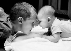 who's gonna win? Sibling Photography Poses, Poses Photo, Cute Kids Photography, Newborn Baby Photography, Photo Shoots, Newborn Sibling, Newborn Baby Photos, Newborn Pictures, Baby Pictures