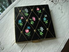 Vintage Handpainted Floral Black Ladies Compact Marked Volupte w/puff & powder | eBay