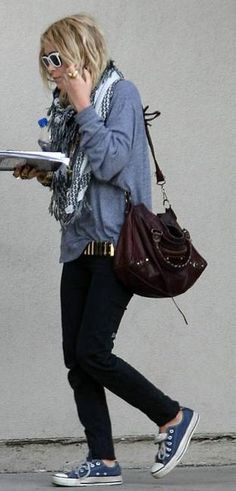 Mary-Kate Olsen and Converse Chuck Taylor All Star Lo Top Sneakers Photograph Full House, Look Fashion, Winter Fashion, Grunge Fashion, Fashion Ideas, Fashion Trends, The Row, Olsen Fashion, Olsen Twins Style