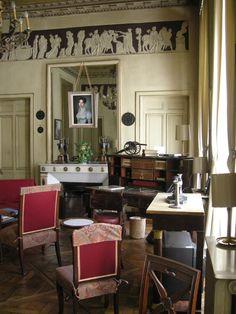 Hôtel de Bourrienne, 58, rue d'Hauteville 75010 Paris - note the Classical frieze in cameo