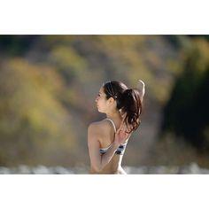 【yurika_umezawa】さんのInstagramをピンしています。 《右と左。 皆さんちゃんと繋がりますか?(*^^*) ・ #yoga #yogainstructor #ヨガ #ヨガインストラクター #asana #美と健康 #左右差 #gomukhasana #牛の顔のポーズ #beauty #health #美しく #強く #しなやか #ポートレート #portrait #森 #緑 #自然 #nature #yogapicture #yogaphoto #picture  #photo #yogamodel #model  #yogalife #友里yoga #tokyo #yogini》