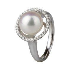 Sortija en oro blanco de 18 kilates con perla cultivada y diamantes incoloros. 18K white gold ring with cultivated pearl and diamonds.