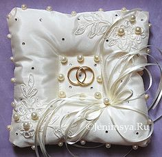 Discover recipes, home ideas, style inspiration and other ideas to try. Wedding Ring Cushion, Wedding Pillows, Cushion Ring, Wedding Dress Crafts, Ring Bearer Pillows, Ring Pillows, Flower Girl Basket, Ring Holder Wedding, Wedding Trends