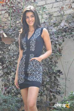 Kriti Sanon Latest Stills (25)