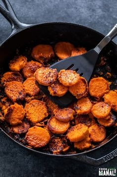 Sweet and spicy Maple Chili Glazed Sweet Potatoes make a great side dish for the holidays! The potatoes are cooked in the Instant Pot and then caramelized in a skillet! Glazed Sweet Potatoes, Cooking Sweet Potatoes, Roasted Sweet Potatoes, Skillet Sweet Potatoes, Vegan Roast Dinner, Sunday Roast Dinner, Sweet Potato Chili, Vegan Side Dishes, How To Cook Beans