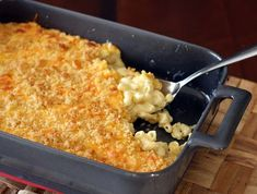 American cheese and Cheddar, along with a little cream make this a super creamy and flavorful macaroni and cheese, and buttery croissant crumbs top it all off in a great way. A truly delicious recipe for macaroni and cheese. Delicious Macaroni And Cheese Recipe, Creamy Macaroni And Cheese, Baked Macaroni, Cheese Recipes, Mac And Cheese, Cooking Recipes, Pasta Recipes, Yummy Recipes, Free Recipes