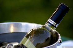 Seja um connaisseur experiente ou um simples apreciador do néctar dos deuses, uma prova de vinhos é sempre um momento muito aguardado, ora para pôr à prova as técnicas de degustação aprendidas, ora…
