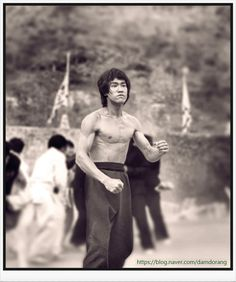 Bruce Lee Pictures, Bruce Lee Movies, Bruce Lee Quotes, Martial Arts Workout, Martial Artists, Jackie Chan, Wing Chun, Kung Fu, Movie Stars