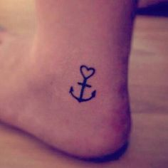 I love this little anchor tattoo! ♡