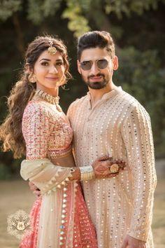 Couple Wedding Dress, Wedding Dresses Men Indian, Indian Bridal Outfits, Indian Bridal Fashion, Bridal Dresses, India Fashion Men, South Indian Bride Hairstyle, Indian Bridal Photos, Indian Groom Wear