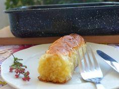 Πρώτα ετοιμάζετε το σιρόπι βράζοντας σε κατσαρολάκι το νερό με τη ζάχαρη. Στην αρχή ανακατεύετε να λιώσει η ζάχαρη και αφού πάρει βράση, Greek Sweets, Greek Desserts, Greek Recipes, Chesee Cake, Greek Pastries, Phyllo Dough, Sticky Buns, Pastry Cake, Confectionery