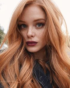 12 Trendy red hair makeup looks make up Short Red Hair, Curly Hair With Bangs, Hairstyles With Bangs, Curly Hair Styles, Formal Hairstyles, Black Hair, Wedding Hairstyles, Saree Hairstyles, Men's Hairstyle