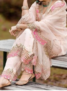 Pakistani Dresses Casual, Indian Fashion Dresses, Indian Bridal Outfits, Dress Indian Style, Pakistani Dress Design, Indian Designer Outfits, Punjabi Fashion, Indian Wear, Fancy Dress Design