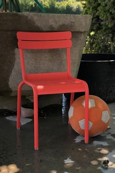 Wie die Grossen, so die Kleinen. Der Klassiker aus dem Jardin du Luxembourg in Paris in der Kinderversion. In allen 24 Fermob-Farben. Aluminium, Paris, Chair, Furniture, Home Decor, Kid Furniture, Armchairs, Armchair, Colors