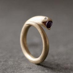 Very comfortable ring by a talented jeweller. Michelle Chang makes very high quality jewelry.