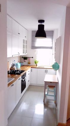 Small Apartment Kitchen - When doing a small kitchen design to get an apartment, possibly a corridor kitchen design or a line design design will be far better maximize the workflow. Kitchen Layout, Diy Kitchen, Kitchen Decor, Kitchen Ideas, Wooden Kitchen, Decorating Kitchen, Updated Kitchen, Country Kitchen, Kitchen Sink