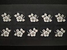 Flor Aberta Branca com Strass e Brilho