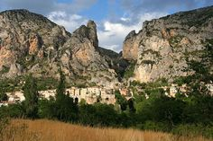 Most Beautiful Villages to Visit in Provence, France Haute Provence, Provence France, Best Vacation Destinations, Best Vacations, Romantic Destinations, Moustiers Sainte Marie, Riviera Beach, Valensole, Visit France