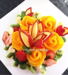 Basic lessons to enjoy more fruits - Food Carving Ideas Catering Food Displays, Fruit Displays, Fruits Decoration, Creative Food Art, Fruit And Vegetable Carving, Food Garnishes, Garnishing, Food Carving, Fruit Flowers