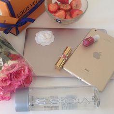 """Ich habe mich in letzter Zeit sehr intensiv mit dem Thema """"Superfood"""" beschäftigt. Deshalb gibt es heute auf oohcharlottecouture.com einen Artikel über Chia-Samen. 😉 #oohfood ❤️ #chiasamen #superfood #food #foodie #foodgram #healthy #louisvuitton #lv #lvoe #strawberrys #apple #ipad #ysl #lancome #voss #flowers #flowergram #roses #rosestagram #fashion #fashionblogger #fashionblogger_de #beauty #beautyblogger #lifestyle #goodlife #blogger_de #bloggerstyle_de"""