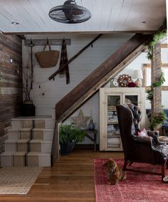 Ideas for rustic farmhouse stairs staircases Farmhouse Stairs, Rustic Farmhouse, Soho Farmhouse, Farmhouse Plans, French Farmhouse, Rustic Wood, Hygge, Stair Handrail, Wooden Stairs