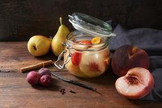 Fahéjas, vaníliás vegyes gyümölcsbefőtt: roppanós, őszi gyümölcsökkel - Recept   Femina Pear, Fruit, Vegetables, Food, Vegetable Recipes, Eten, Veggie Food, Pears, Meals