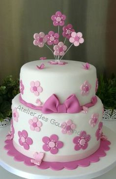 fondant cake - flowers for birthday girl (food decorations fondant cakes) Fondant Flower Cake, Fondant Cakes, Cupcake Cakes, Girl Cupcakes, Bithday Cake, Baby Birthday Cakes, Bolo Chanel, Birthday Cake With Flowers, Cake Flowers