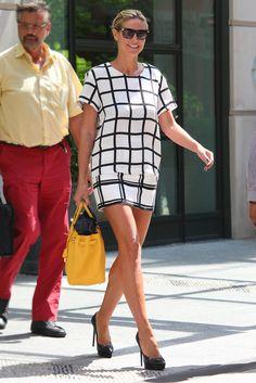 Heidi Klum. De shopping y sin perder el chic: la modelo alemana, con un dos piezas que combina dos estampados de cuadros.