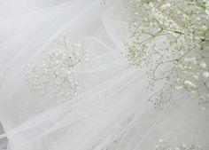 高砂 チュールの中にもかすみ草を 一会 ウェディングの花 wedding bouquet カスミソウがゆれる向こう側に見える小さな教会は、 レゴのお二人の手作り。 ザ・ハウス白金様の装花でした。 http://the-hous...