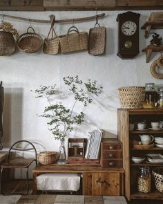 Rustic kitchen Also its great to have precisely what you want in your kitchen. Rustic kitchen cabinets are sometimes not made from metal. Also its great to have precisely what you want in your kitchen. Interior Simple, Interior Design Kitchen, Kitchen Decor, Interior Decorating, Kitchen Ideas, Natural Kitchen Interior, Kitchen Baskets, Decorating Ideas, Decorating Kitchen