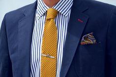 knitted tie × skull tie clip